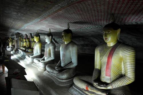 Dambulla 8 - deuxième grotte 5.jpg