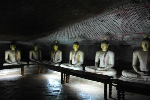 Dambulla 8 - deuxième grotte 3.jpg