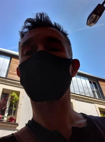 Autoportrait au masque noir.jpg