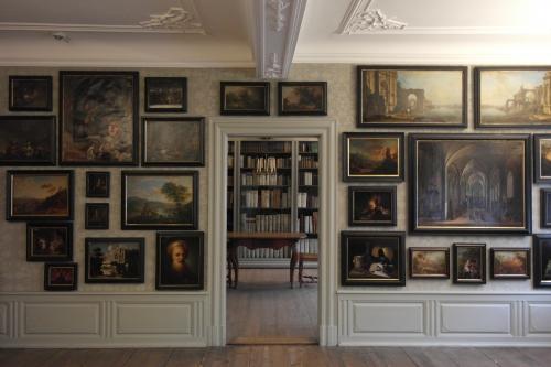 Goethehaus 8 - cabinet de peinture vers bibliothèque.jpg