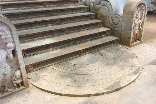 7. Seuil d'escalier.jpg