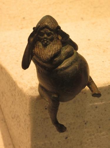 Silène - décor d'ustensile - Deuxième moitié du VIe siècle avant J.-C. - Atelier de Grande Grèce –Bronze - H. 8,20 cm - Louvre 3.jpg