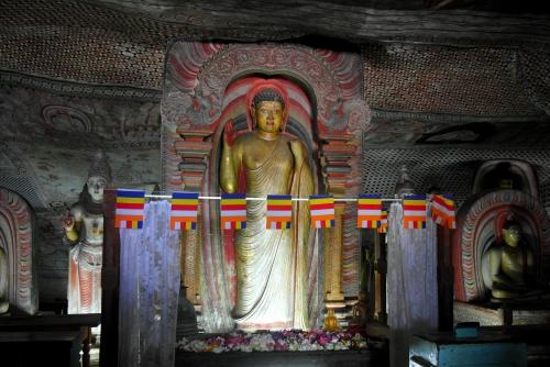 Dambulla 8 - deuxième grotte 7.jpg
